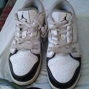 Youth Nike Jordan Flight 2 low BG basketball shoes